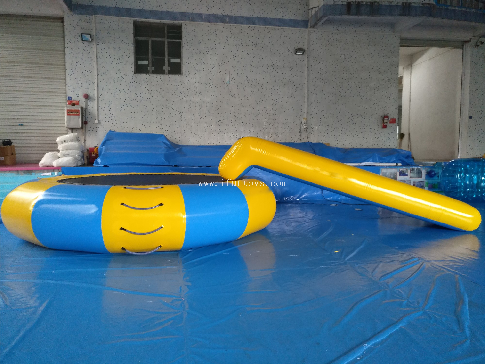 Crazy Inflatable floating water jumping bed / Inflatable water slide trampoline for water park game